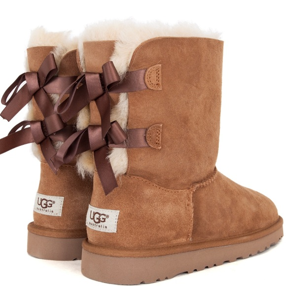 dadbbc32aa6 Ugg boot with two bows in Chestnut color